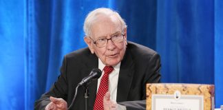 Investing lessons from Warren Buffett at Berkshire Hathaway meeting